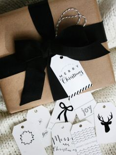 Christmas Wrapping Paper Ideas | The Kissing Booth Blog