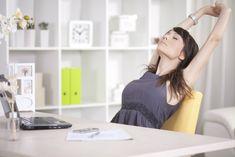 Ejercicios para hacer en la oficina #ejercicio #vida #saludable   Estos tres ejercicios simples para hacer en la oficina le garantizarán que sus pausas sean activas, mejorando así su rendimiento durante las horas laborales.