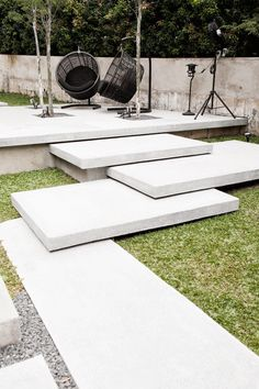 Steps, loved the white slabs overlapping unevenly