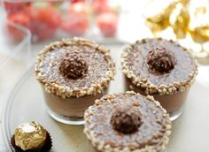 Ferrero rocher toetje in glas Ferrero Rocher, Doughnut, Nutella, Cake Decorating, Cheesecake, Deserts, Good Food, Sweets, Dinner