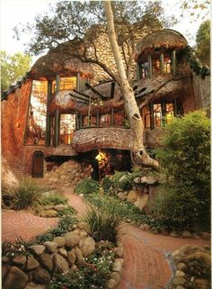 I Love Unique Home Architecture. Simply stunning architecture engineering full of charisma nature love. The works of architecture shows the harmony within. Amazing Architecture, Architecture Design, Organic Architecture, Innovative Architecture, Architecture Sketchbook, Green Architecture, Building Architecture, Concept Architecture, Residential Architecture