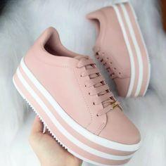 Un nuevo par de zapatos para inspirarte - Un nuevo par de zapatos para inspirarte, - Sneakers Fashion, Fashion Shoes, Shoes Sneakers, Dsw Shoes, Pretty Shoes, Beautiful Shoes, Kawaii Shoes, Aesthetic Shoes, Hype Shoes