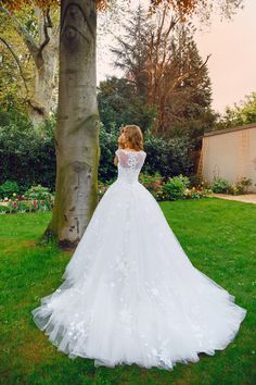 SOLOMIA Bridal 2017   #wedding #bridal #bride #fashion #hochzeit #bridaldress #weddingdress #houtecouture #vienna #love #whitedress #solomiabridal #ivorydress #honeymoon #princess #lace #flowers