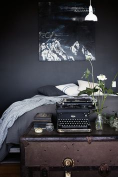 As if paying homage to the mystery of the night, this daringly dark boudoir is tantalisingly glamorous. Vintage pieces,...