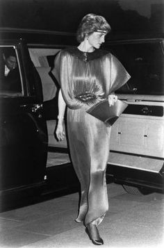 Elegant evening dress to attend banquet at the Imperial Palace Diana, Princess of Wales (Tokyo Imperial Palace) [representative Shooting]