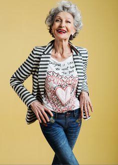 Miss España en 1965, gran bailarina, linda sonrisa y la actuación magnífica. Alicia Borrás es una de las exótico encajar este delgado jeans que da forma a las piernas de los pantalones vaqueros gran protagonista SS16. Su sonrisa y energía nos hicieron la amamos.