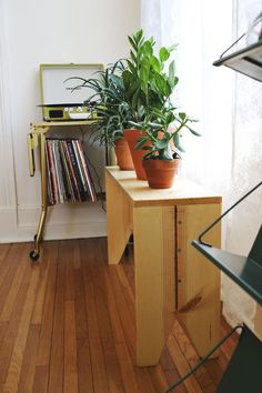 DIY bench... Perfect for plants in the front hall window on the 2nd floor, just need to make it narrower.