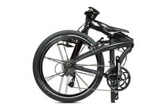 Lovingly called the Pirate-Ninja because they couldn't decide which of the two was more badass, Tern Eclipse is quite possibly the world's fastest folding bicycle. Buy Bike, Bike Run, Fixed Bike, Bike Rides, Fixed Gear, Cycling Equipment, Cycling Bikes, Cycling Art, Cycling Jerseys