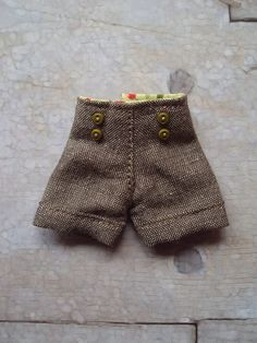 Shorts with cuffs for Blythe-brown linen  by moshimoshistudio