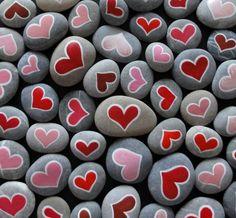 rosa und rote Herzen Basteln mit Steinen pink and red hearts crafting with stones Stone Crafts, Rock Crafts, Arts And Crafts, Diy Crafts, Pebble Painting, Pebble Art, Stone Painting, Rock Painting, Mandala Heart
