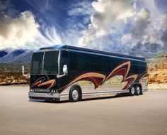 Show Coach is built on a Prevost chassis with double slides. Inspired by some of the richest colors found in nature, this 2015 Marathon is rolling testimonial of the outdoor lifestyle. Prevost Coach, Prevost Bus, Bus Camper, Marathon Coach, Luxury Bus, New Bus, Class A Motorhomes, Camping And Hiking, Luxury Home Decor