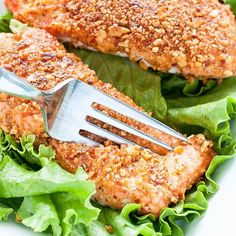www.sizzlefish.com  This Sriracha Almond Crusted Salmon from @peasandcrayons is the only thing we want to dig our fork into tonight! _ Head to our website: www.sizzlefish.com to order your perfectly portioned fish and shellfish today! Don't forget! Free shipping on all orde