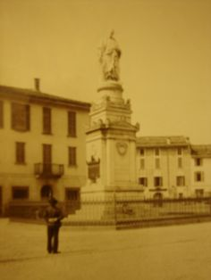 Vittoria square