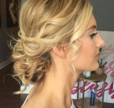 Cool 48 Effortless Chic Short Prom Hairstyles Ideas. More at http://simple2wear.com/2018/03/31/48-effortless-chic-short-prom-hairstyles-ideas/