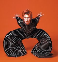 Another picture taken during Sukita's RCA shoot, Bowie is seen wearing an outfit created by Japanese designer Kansai Yamamoto. Bowie and Yamamoto first met through Sukita, and Yamamoto went on to design several of Bowie's most famous costumes. Ziggy Stardust, Lady Stardust, Angela Bowie, Aladdin Sane, George Michael, Stevie Wonder, Pierrot Costume, Duncan Jones, David Bowie Pictures