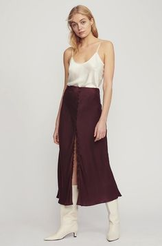 8 Skirt Trends That Should Be in Everyone's Wardrobe Animal Print Skirt, Leopard Print Skirt, Types Of Skirts, Viral Trend, Slip Skirts, French Seam, Silk Slip, Asymmetrical Skirt, Casual T Shirts