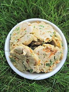 (gluten, wheat and dairy-free) carrot & parsley dog treat/biscuit recipe (doggydessertchef.com)