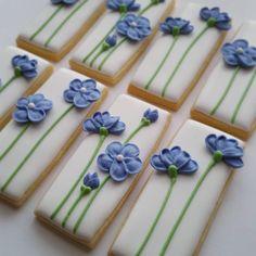 t's a tea in fine china kind of day...... #mycookiecrumbled #royalicingcookies #sugarcookies #royalicing #flowers #flower #flowercookies
