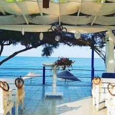 Düğün, kutlama vs gibi etkinlikleri şehir içinde yapmak istemeyenler ve İzmir yakınlarında alternatif arayanlar için Karaburun'da yer alan Lipsos Otel'i öneririz. #karaburun #izmir #düğün #denizkenarı ☎️ 0232-7354364 🍀 www.kucukoteller.com.tr/lipsos-hotel Otel'de balıkla ilgili mezeler ve deniz ürünleri müthiş! Kalmak için ister otel odaları ister sahil evi tarzında bungalov'ları mevcut.