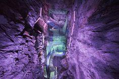 A+földalatti+játszóteret+Észak-Walesben,+egy+régi+bánya+gigantikus+üregeiben+alakították+ki,+ahol+a+kalandra+vágyók+a+trambulinokon+misztikus+hangulatban+pattoghatnak.