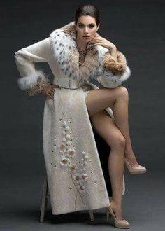 Fur Fashion, Hijab Fashion, Winter Fashion, Fashion Dresses, Womens Fashion, Fabulous Furs, Stylish Coat, Cashmere Coat, Winter Wear