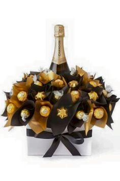 Diy wine n chocolate bouquet Wine Gifts, Food Gifts, Chocolates Ferrero Rocher, Ferrero Rocher Bouquet, Sweet Trees, Wine Gift Baskets, Basket Gift, Champagne Gift Baskets, Navidad Diy