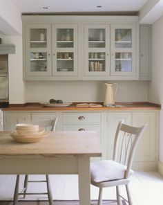 Farrow & Ball's French Gray 18 looks great on these kitchen cabinets