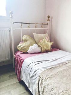 Doré et rose pour une chambre de princesse.