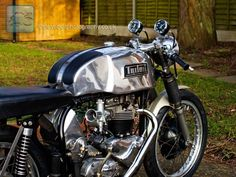 Triumph Cafe Racer, Cafe Racer Motorcycle, Motorcycle Style, Cafe Racers, Biker Style, Vintage Cafe Racer, Vintage Bikes, British Motorcycles, Triumph Motorcycles