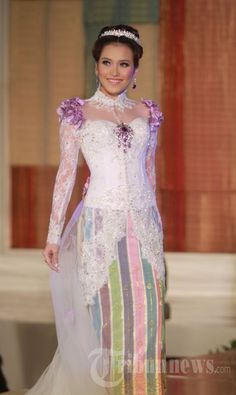 Ayu Ting Ting Pakai Gaun Tenun Siak, Foto 4 - Tribun Images