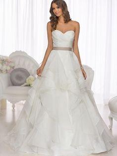 A-Line/Princess Sleeveless Sweetheart Organza Chapel Train Sash/Ribbon/Belt Wedding Dresses - Wedding Dresses