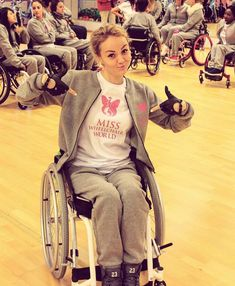 Wheelchair Photography, Poses, Compression Clothing, Fashion Models, Fashion Outfits, Military Women, Iconic Women, Ehlers Danlos Syndrome, Girl Power