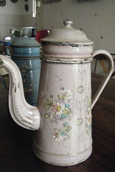 CAFETIERE EMAILLE EN RELIEF ROSE in Collections, Objets de cuisine, Cafetières, moulins à café | eBay