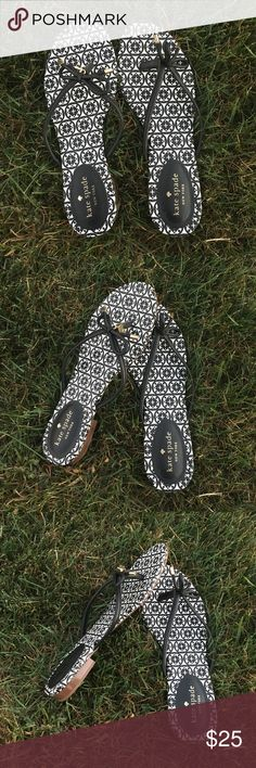 Kate Spade flip flops! These adorable Kate Spade flip flops have never been worn and are the absolute cutest! The little bows with the charm at the bottom add a nice touch to an already stylish shoe. They are so cute and can be worn lazy or dressed up! Never worn! kate spade Shoes Sandals
