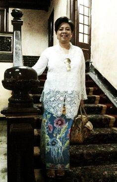 @Toko Merah Kota Tua Jakarta My attire on Kartini Day: White Hand Embroidered Kebaya Nyonya Belanda with Vintage Handwritten Sarong Encim Pekalongan. I am also wearing my creation Handcarved wooden wedges and Handwritten Batik Lasem handbag by Kembang Tandjoeng♥ ♥ ♥