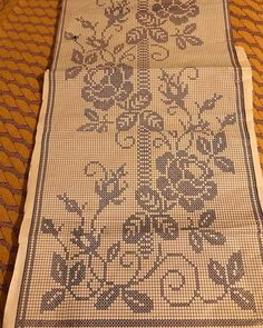 This Pin was discovered by Νέν Cross Stitch Heart, Cross Stitch Borders, Cross Stitching, Cross Stitch Patterns, Crochet Lace Edging, Crochet Cross, Crochet Doilies, Crochet Curtains, Crochet Tablecloth