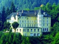 We drove through the Black Forest, til we reached his ancestral village, where we booked a room at Schloss Hornberg.