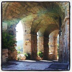 Archi a #Verezzi - #caruggidiriviera di @ calcidio53
