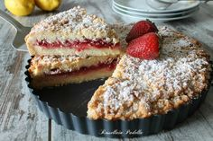 Sbriciolata con crema al limone e fragole Tasty, Yummy Food, Lemon Cream, Strawberry Desserts, I Love Food, Cake Cookies, Nutella, Sweet Treats, Bakery