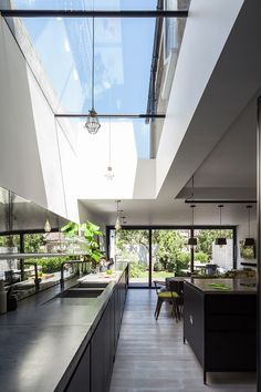 Victorian terrace renovated with Flushglaze fixed rooflight Home Design, House Design Photos, House Extension Design, Open Plan Kitchen Living Room, Industrial Style Kitchen, Victorian Terrace, Roof Light, House Extensions, Minimalist Kitchen