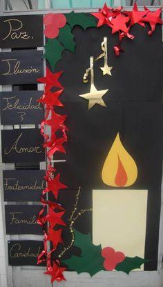 Puerta decorada navidad vela.