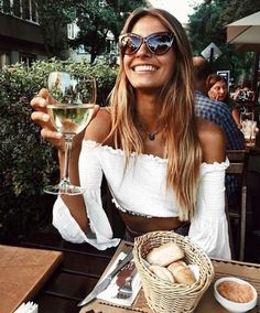Cropped white top and wine is a perfect summer evening, right? | 8 Fashion Dos & Don'ts for Summer 2018