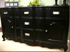 Refinish/paint furniture with NO sanding -- -- it is smooth as glass  ... Really excellent DIY tutorial --
