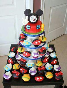 Mickey mode cake. Cupcake