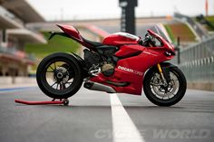 All Ducati had to do was change the letters and the stroke. But Audi knew better. Now we have the 1199 a beautiful Ducati and the 899 Audi Japanese. Ducati 1299 Panigale, Ducati Superbike, Ducati Motorcycles, Custom Motorcycles, Sport Motorcycles, Moto Ducati, Yamaha R6, Motorcycle Wheels, Motorcycle Design