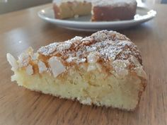 A delicious cake made from super-soft almonds as a substitute for the galette … - RECiPE Gourmet Desserts, Easy Desserts, Delicious Desserts, The Jam, Sweet Pastries, French Pastries, Tart Recipes, Vegan Recipes Easy, Sashimi