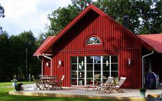 "Se fler bilder ifrån huset     Romantiskt hus A1533  ""Alla familjer är olika – därför är varje Red Roof House, My House, Red Houses, Home Fashion, Exterior Paint, Country Style, House Plans, Shed, Cottage"