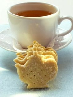 Happy snacking - tea with teapot shaped cookies.