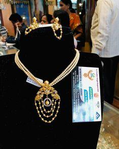 Gold Jhumka Earrings, Gold Earrings Designs, Gold Choker, Gold Jewellery Design, Bead Jewellery, Necklace Designs, Pearl Jewelry, Beaded Jewelry, Gold Jewelry Simple