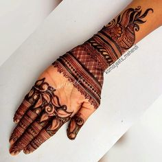 Indian women have an immense love for applying mehndi on almost all the auspicious and special occasions. Palm Mehndi Design, Floral Henna Designs, Mehndi Designs Feet, Latest Bridal Mehndi Designs, Legs Mehndi Design, Henna Art Designs, Mehndi Designs 2018, Modern Mehndi Designs, Mehndi Design Pictures